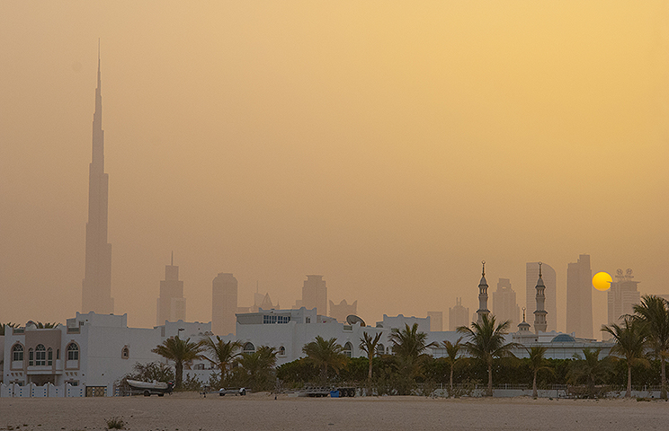 Dusty Dawn in Dubai